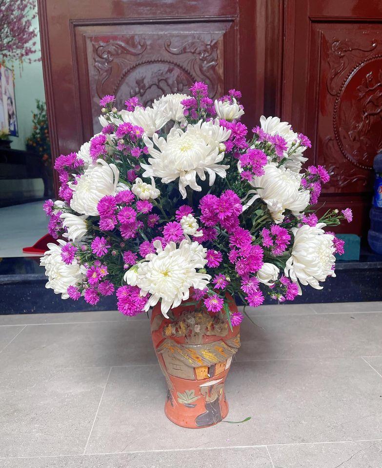Giá hoa rẻ chưa từng có, chị em nô nức khoe bình hoa để bàn đẹp lộng lẫy mà giá chỉ từ 10.000 đồng - Ảnh 3.