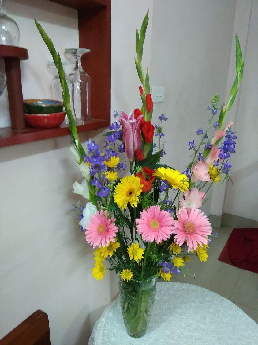 Giá hoa rẻ chưa từng có, chị em nô nức khoe bình hoa để bàn đẹp lộng lẫy mà giá chỉ từ 10.000 đồng - Ảnh 9.