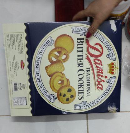 Cuộc chiến khui bánh kẹo Tết vẫn chưa có hồi kết: Lần này là hộp bánh Danisa huyền thoại, bên trong đúng thảm họa nhìn mà giận tím người - Ảnh 3.