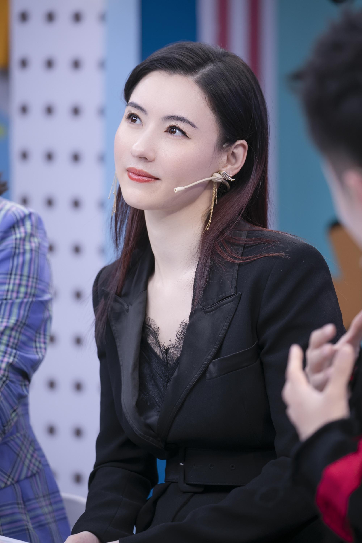 Trương Bá Chi hé lộ 4 tuyệt chiêu dưỡng da, mẹ 3 con đã ngoài 40 mà vẫn trẻ như gái đôi mươi - Ảnh 1.