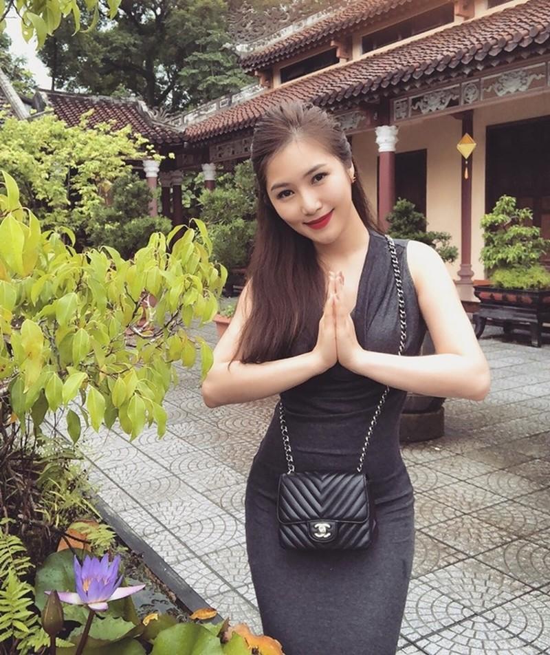 Không chỉ có Minh Tú, Chi Pu chọn đồ đi chùa không phù hợp, nhiều sao Việt cũng nhận mưa gạch đá từ netizen vì vấn đề này - Ảnh 6.