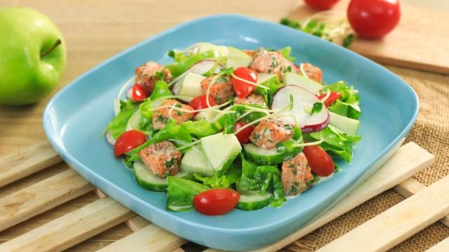 Giảm cân mà không thử món salad cá hồi kết hợp cùng sữa chua này thì quả là đáng tiếc! - Ảnh 1.