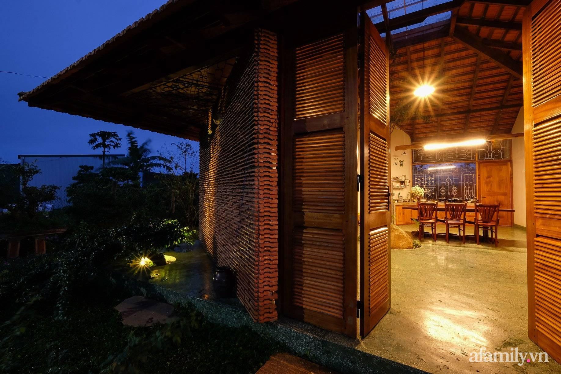 Nhà cấp 4 mái ngói đỏ tươi ấm cúng và hạnh phúc của cặp vợ chồng giáo viên ở Lâm Đồng - Ảnh 3.