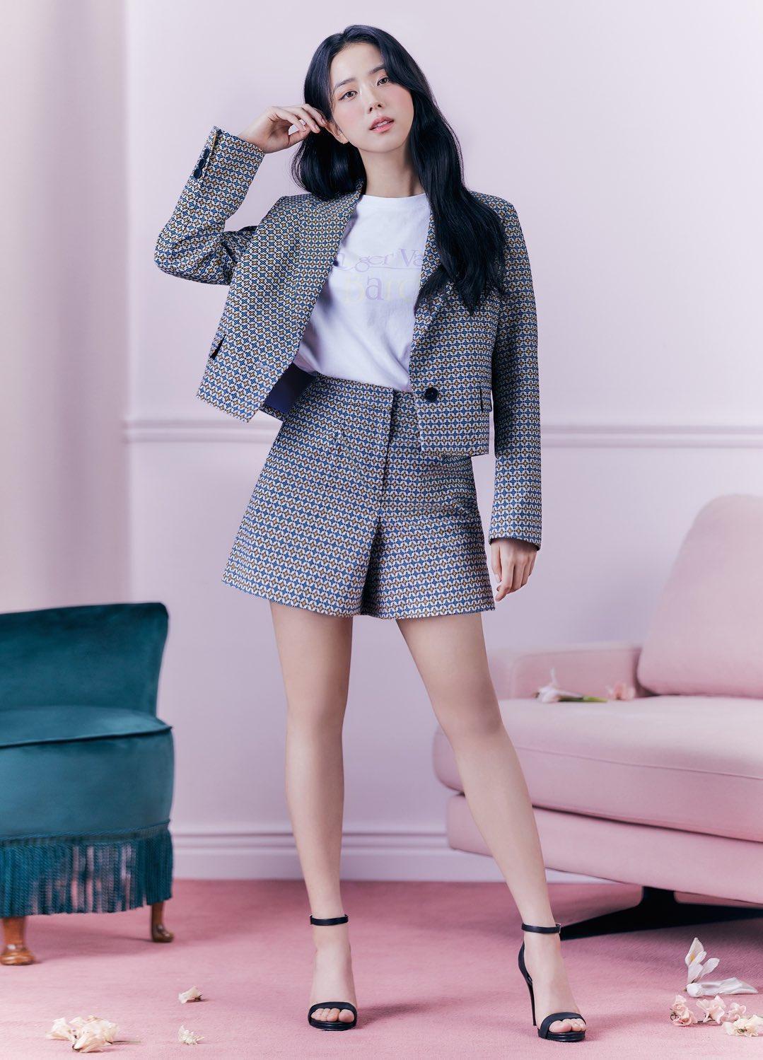 """""""Nữ thần mùa Xuân"""" gọi tên Jisoo: Hay bị chê nhạt nhất nhóm nhưng giờ làm mẫu thời trang sang như tiểu thư tài phiệt - Ảnh 5."""