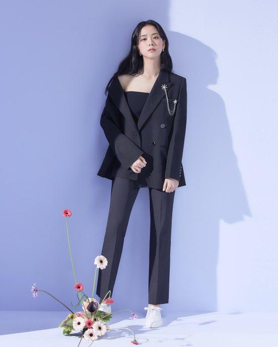 """""""Nữ thần mùa Xuân"""" gọi tên Jisoo: Hay bị chê nhạt nhất nhóm nhưng giờ làm mẫu thời trang sang như tiểu thư tài phiệt - Ảnh 2."""