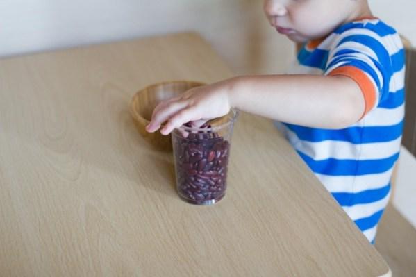 """Trẻ vốn đã kém tập trung, dùng phương pháp """"nhặt đậu"""" cũng vô ích, thay vào đó hãy thử làm điều này - Ảnh 2."""