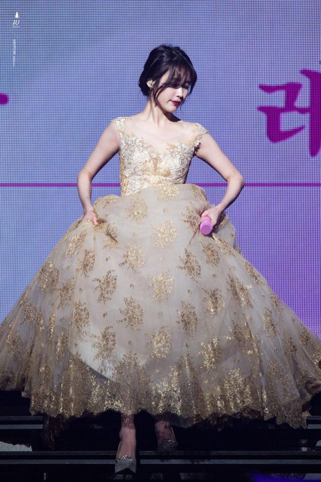 IU - cô gái sinh ra là để khoác những chiếc đầm công chúa lộng lẫy, khí chất bao năm không hề suy giảm - Mix & Phối 1