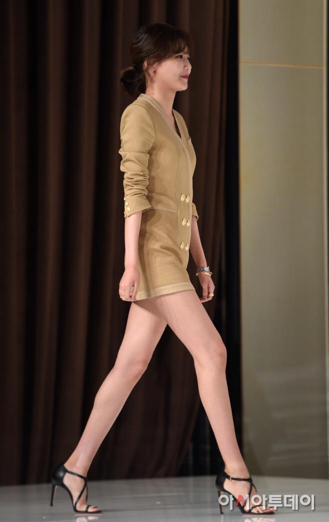 Chị đại SNSD sở hữu đôi chân dài siêu thực đến Lisa cũng phải lép vế, cứ diện đồ ngắn là dân tình choáng váng - Mix & Phối 2