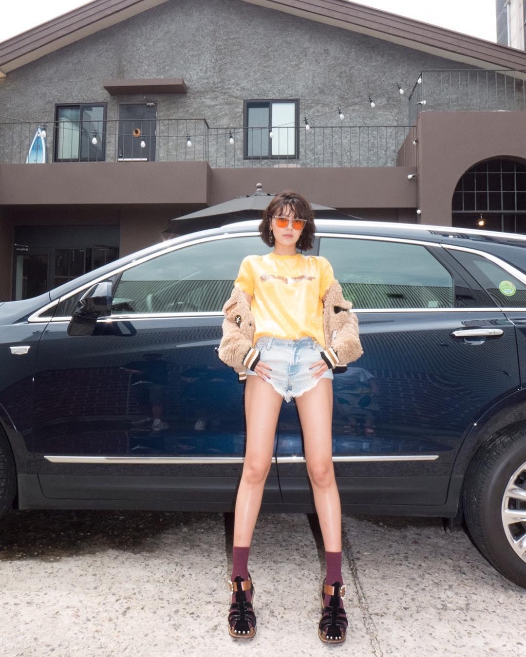 """Chị đại SNSD sở hữu đôi chân dài siêu thực đến Lisa cũng phải lép vế, cứ diện đồ ngắn là khiến dân tình """"lác mắt"""" - Ảnh 5."""