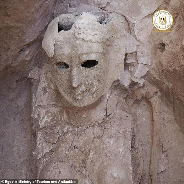 Phát hiện ngôi mộ đá 2.000 tuổi, các nhà khoa học tìm thấy chiếc lưỡi vàng sáng lấp lánh, bằng chứng của nghi lễ chôn cất kỳ quái - Ảnh 3.
