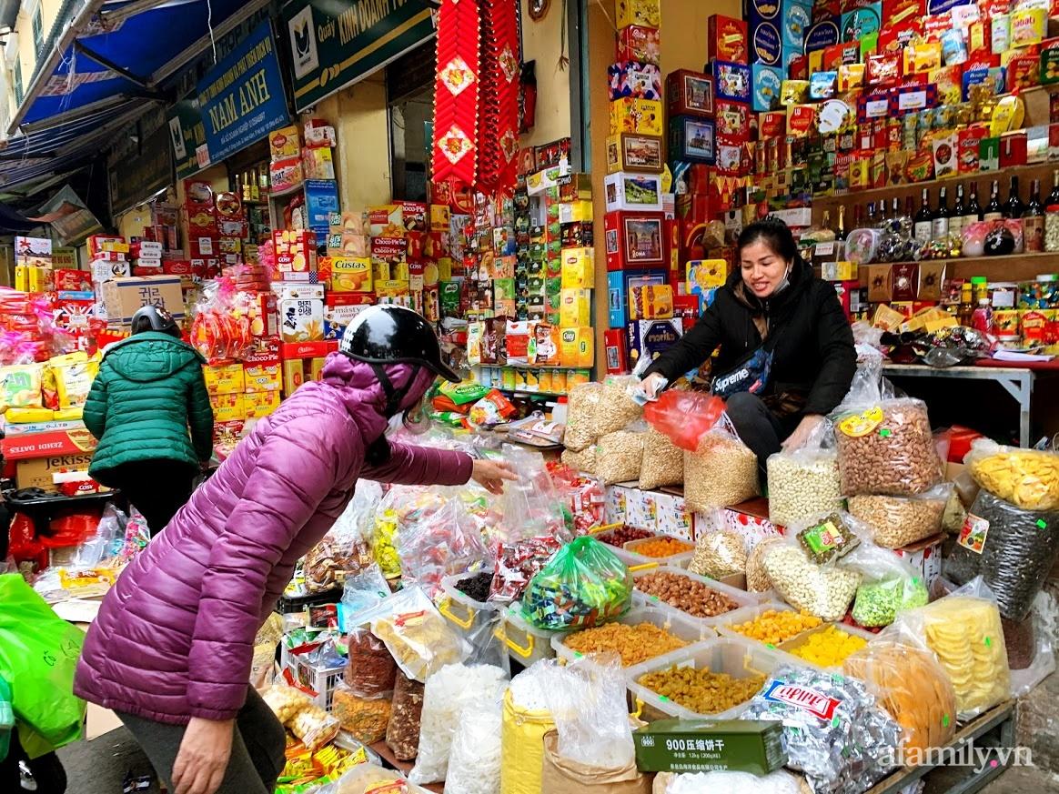 Sát Tết vẫn chưa có khay bánh kẹo đãi khách lượn một vòng ở phố này ở Hà Nội  là được