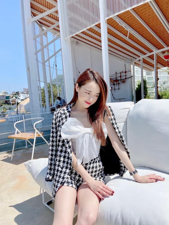 Instagram look của sao Việt sau Tết: Nhã Phương khoe da trắng muốt, Kỳ Duyên và Tóc Tiên sexy bỏng mắt - Ảnh 3.