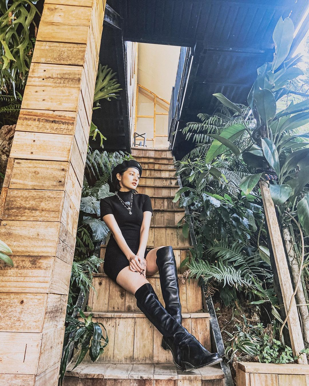 Instagram look của sao Việt sau Tết: Nhã Phương khoe da trắng muốt, Kỳ Duyên và Tóc Tiên sexy bỏng mắt - Ảnh 9.