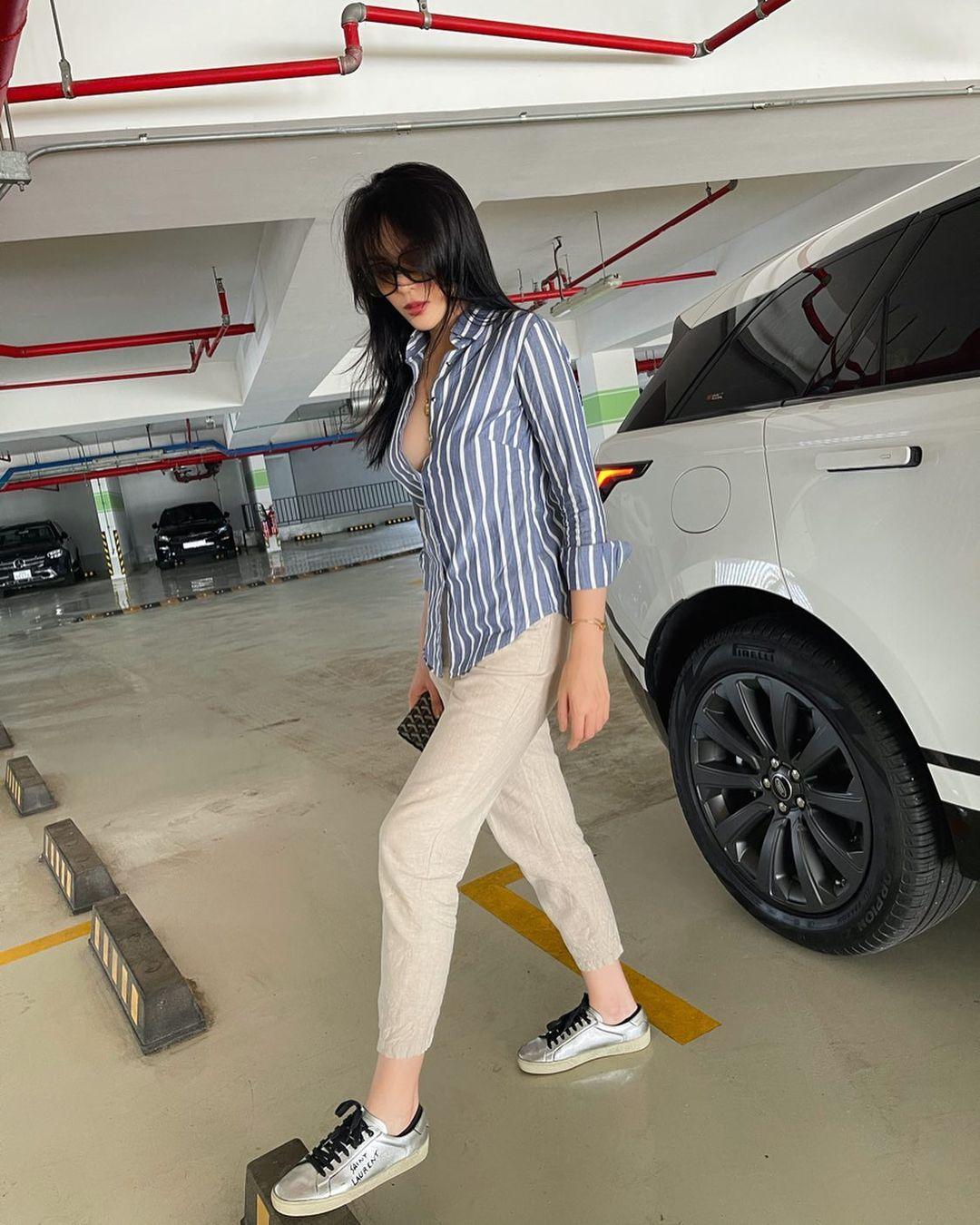Instagram look của sao Việt sau Tết: Nhã Phương khoe da trắng muốt, Kỳ Duyên và Tóc Tiên sexy bỏng mắt - Ảnh 2.