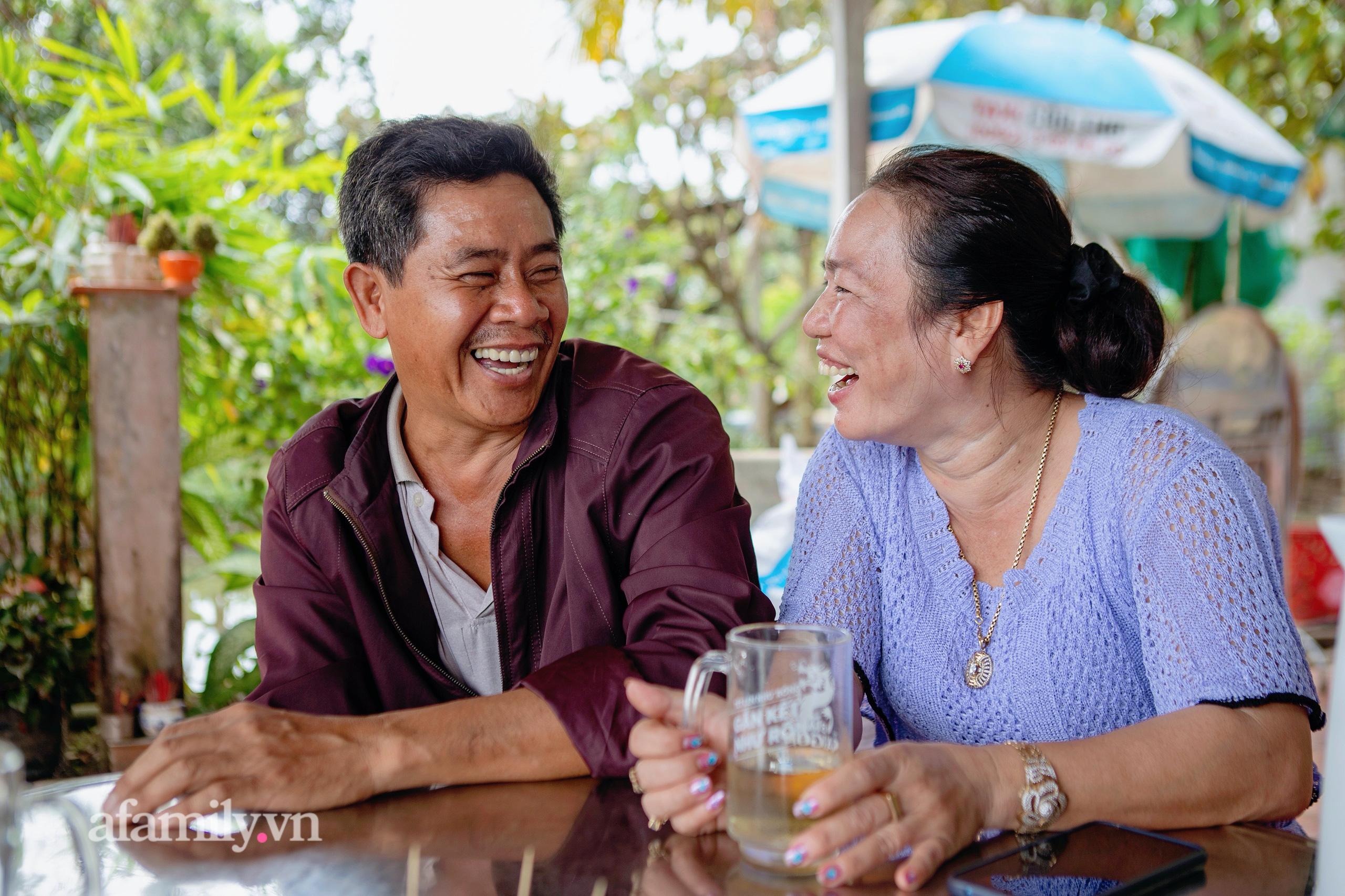 """Ly kỳ chuyện hàng nghìn con cá lóc """"biết bay"""" trên Cồn Sơn và chuyện tình yêu đẹp như cổ tích của hai vợ chồng sấp xỉ 50 tuổi từ thời mở đất đến khi trở thành một """"nông dân giàu"""" - Ảnh 5."""