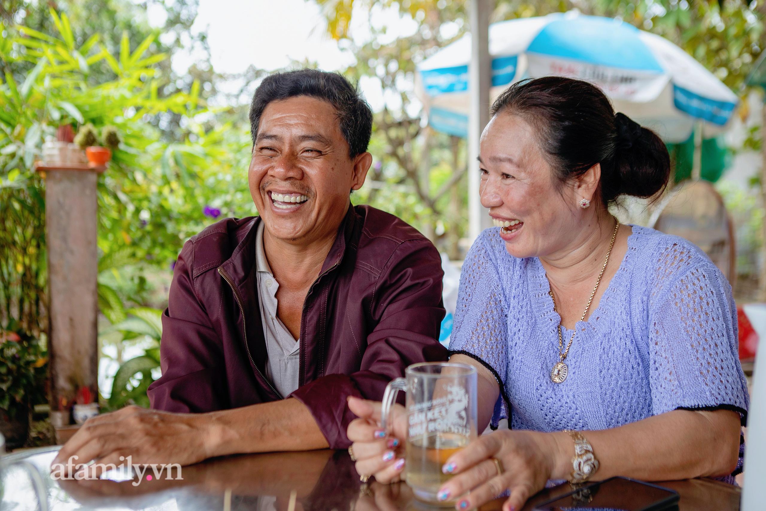 """Ly kỳ chuyện hàng nghìn con cá lóc """"biết bay"""" trên Cồn Sơn và chuyện tình yêu đẹp như cổ tích của hai vợ chồng sấp xỉ 50 tuổi từ thời mở đất đến khi trở thành một """"nông dân giàu"""" - Ảnh 6."""
