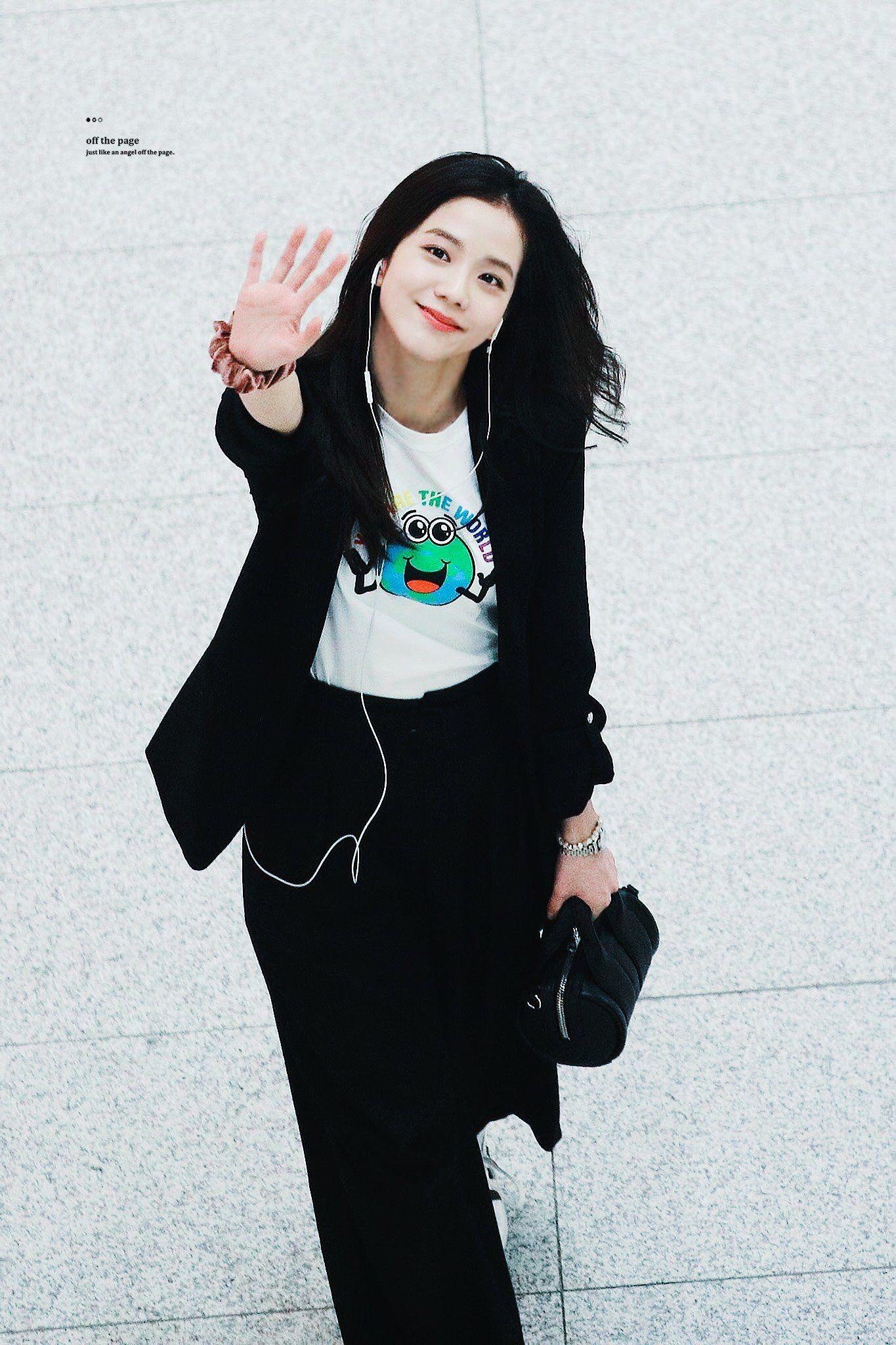 Jisoo tỏa sáng khí chất tổng tài khi diện áo blazer đen, khác hẳn style ngọt ngào ngày thường - Ảnh 7.
