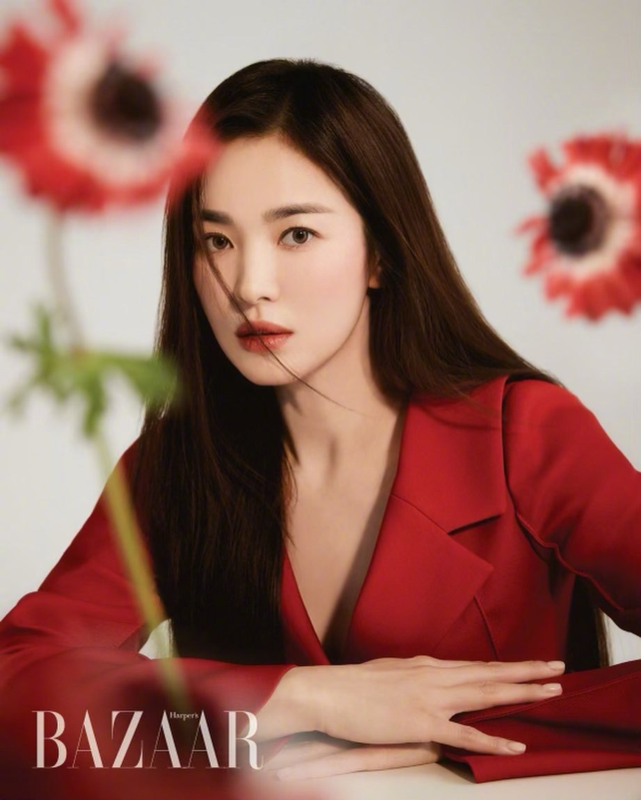 Song Hye Kyo chứng minh thần thái ngày càng lên hương, đồ khó mấy cũng có thể cân đẹp - Ảnh 1.