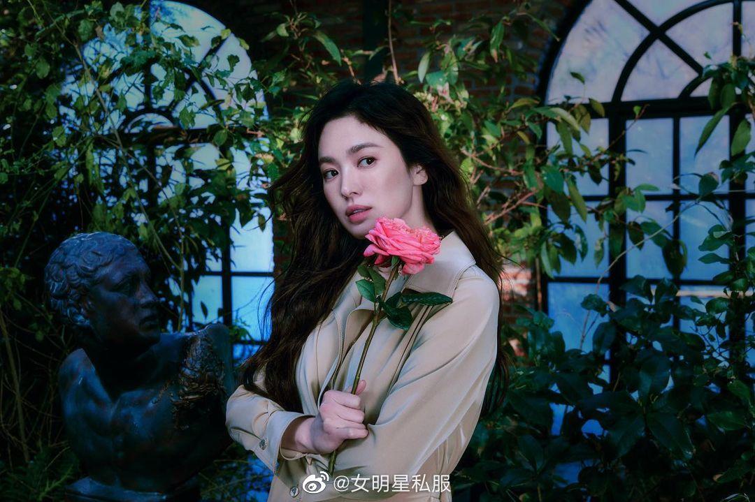 Song Hye Kyo chứng minh thần thái ngày càng lên hương, đồ khó mấy cũng có thể cân đẹp - Ảnh 7.