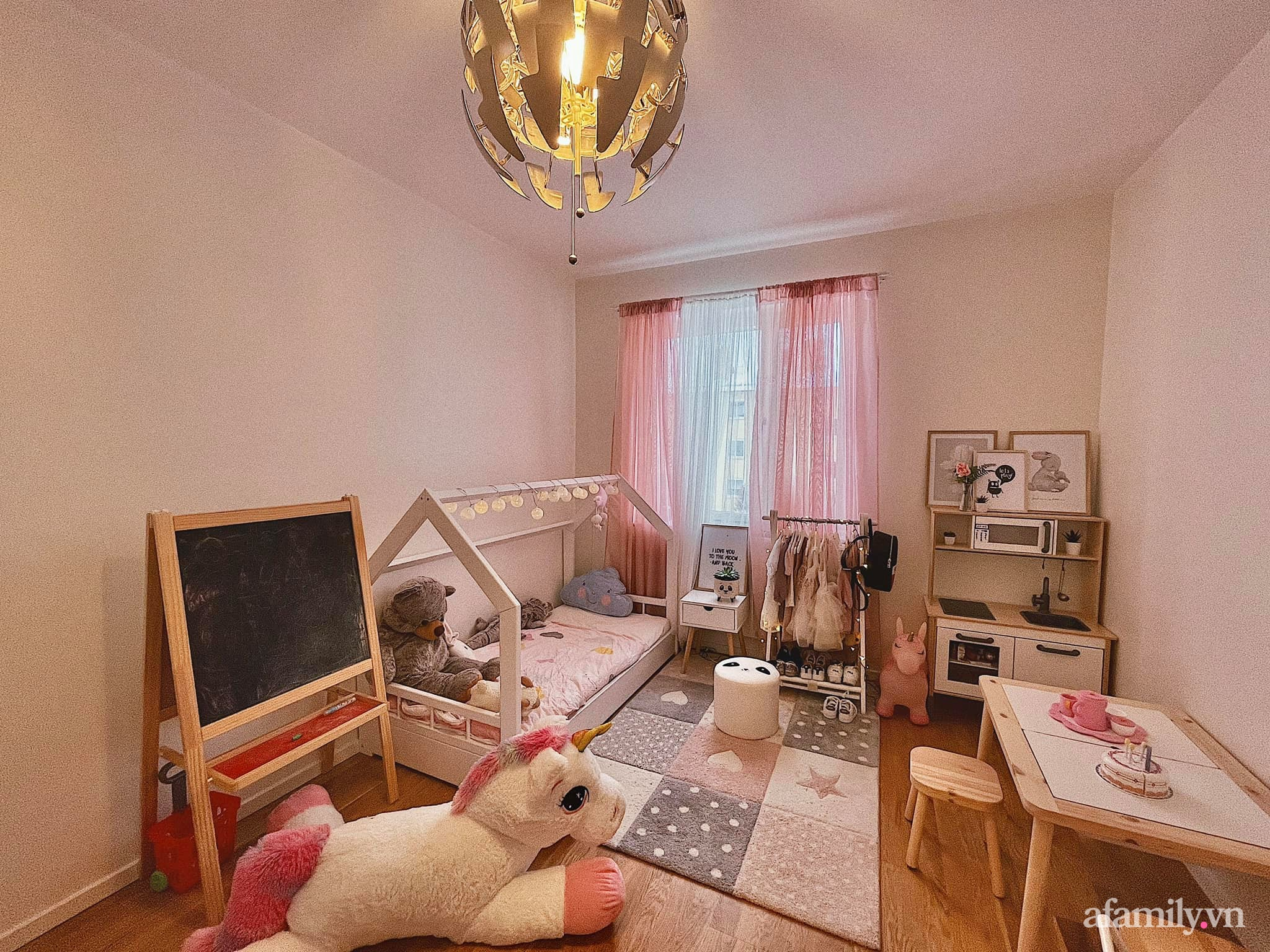 """Căn phòng màu hồng ngọt ngào """"lịm tim"""" bố mẹ thiết kế dành tặng con gái 3 tuổi - Ảnh 9."""