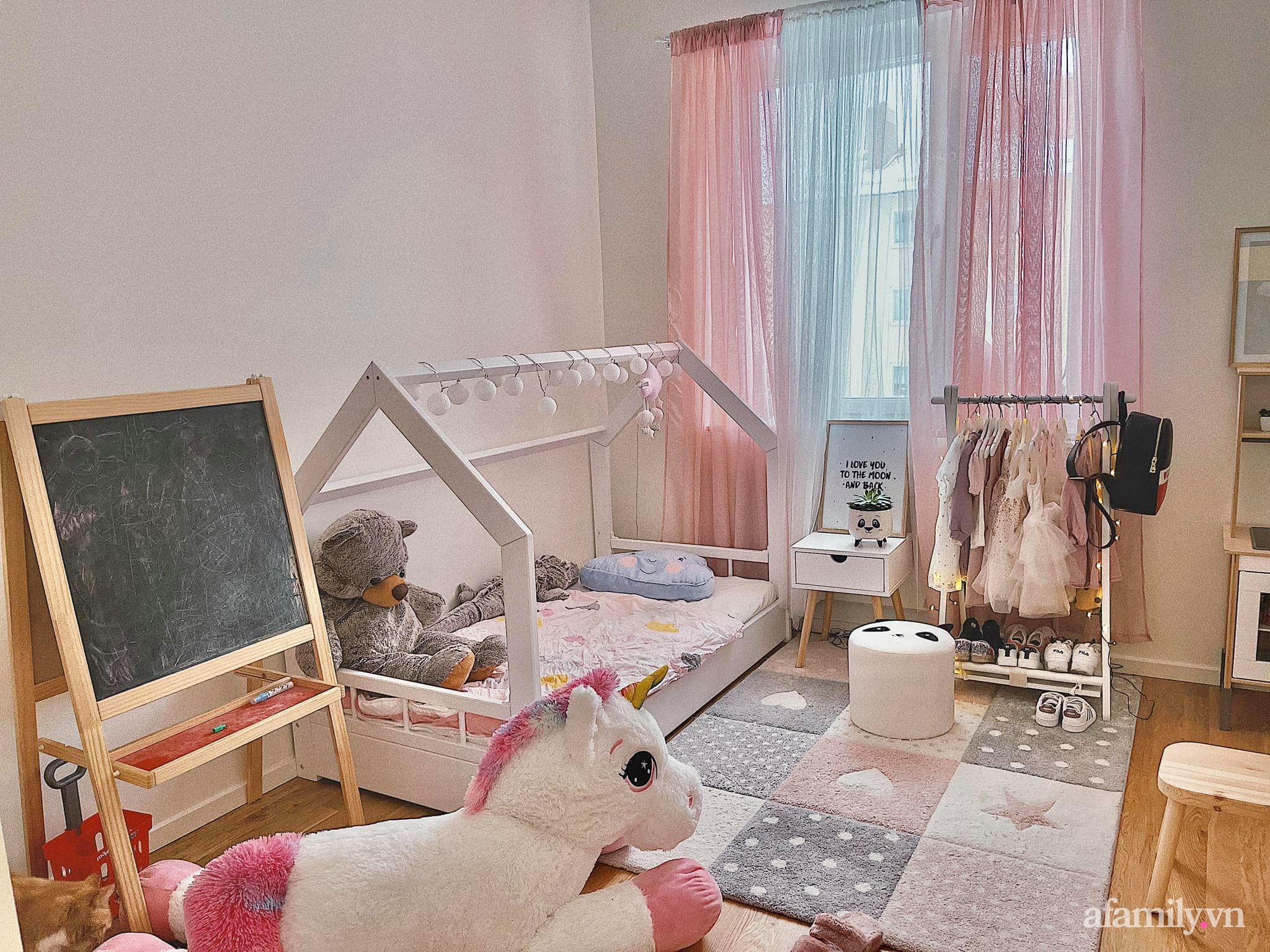 """Căn phòng màu hồng ngọt ngào """"lịm tim"""" bố mẹ thiết kế dành tặng con gái 3 tuổi - Ảnh 8."""