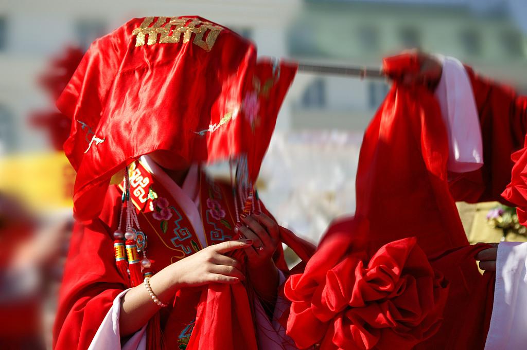 Hai bên cùng cưới - trào lưu kết hôn như ly hôn ở Trung Quốc: Cuộc sống nhân đôi, giới trẻ giãy giụa trong vũng lầy tham vọng của gia đình - Ảnh 5.