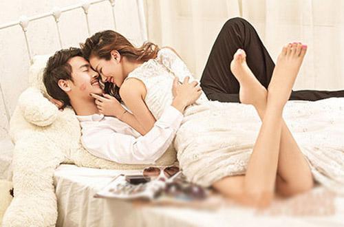 """5 việc đàn ông vô cùng """"dị ứng"""" khi ở trên giường nhưng vì vợ, anh ấy lại sẵn sàng thực hiện thì chứng tỏ bạn đã """"vớ"""" được """"cực phẩm"""" rồi đó - Ảnh 5."""