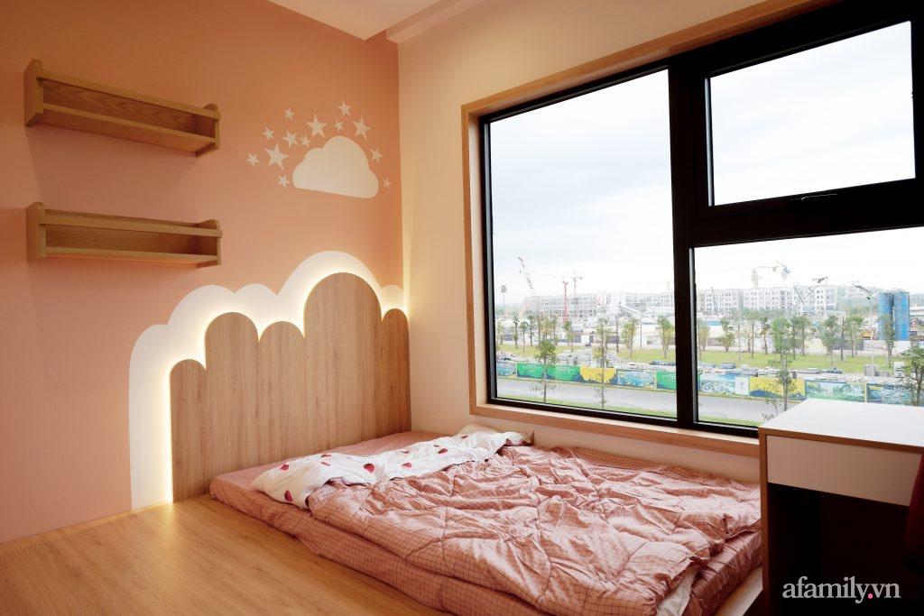 Căn hộ 72m² cực ít đồ đạc vẫn đẹp tinh tế và tiện dụng nhờ thiết kế nội thất thông minh ở Sài Gòn - Ảnh 13.