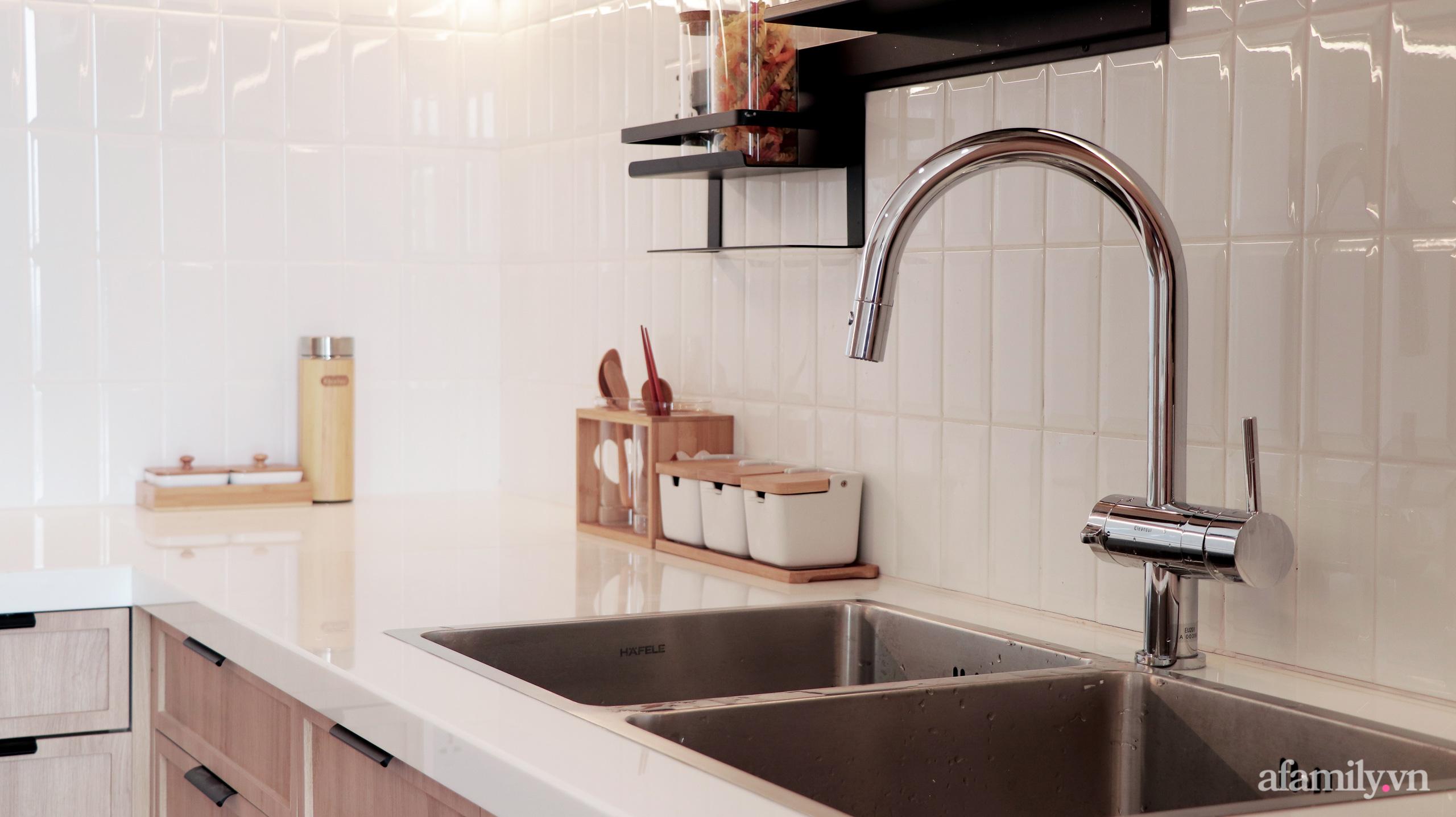 Căn hộ 72m² cực ít đồ đạc vẫn đẹp tinh tế và tiện dụng nhờ thiết kế nội thất thông minh ở Sài Gòn - Ảnh 7.