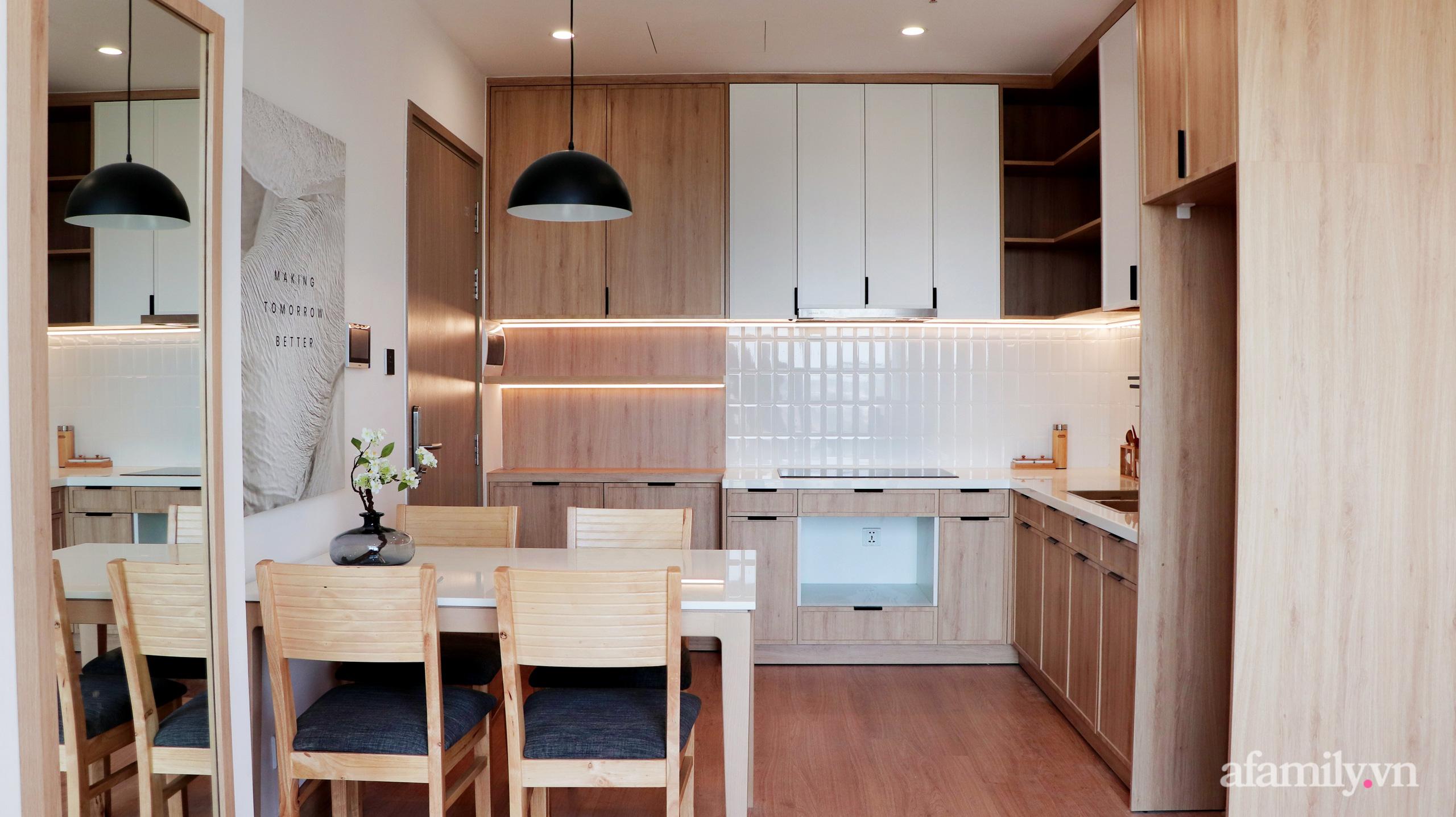 Căn hộ 72m² cực ít đồ đạc vẫn đẹp tinh tế và tiện dụng nhờ thiết kế nội thất thông minh ở Sài Gòn - Ảnh 4.