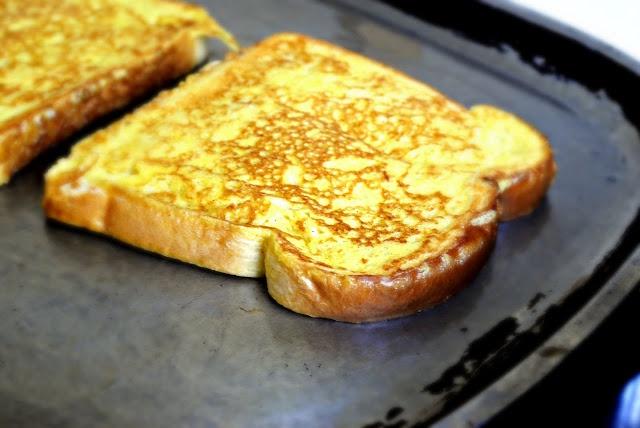 """Mách chị em cách """"nâng tầm"""" bánh mì gối cực đơn giản: Chỉ cần 2 nguyên liệu quen thuộc này là có ngay bữa sáng đỉnh của chóp! - Ảnh 3."""
