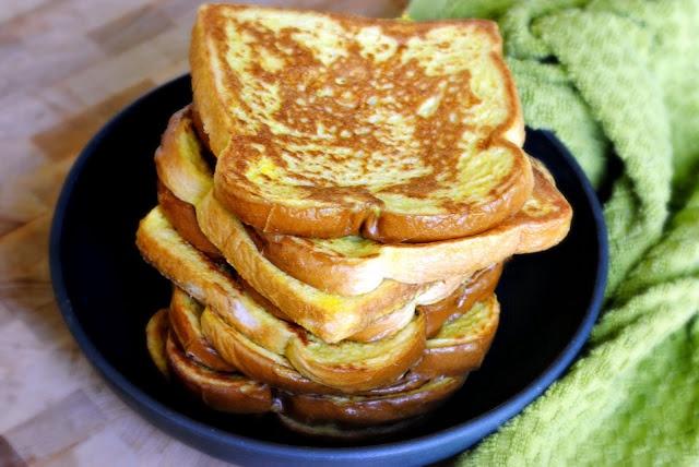 """Mách chị em cách """"nâng tầm"""" bánh mì gối cực đơn giản: Chỉ cần 2 nguyên liệu quen thuộc này là có ngay bữa sáng đỉnh của chóp! - Ảnh 1."""