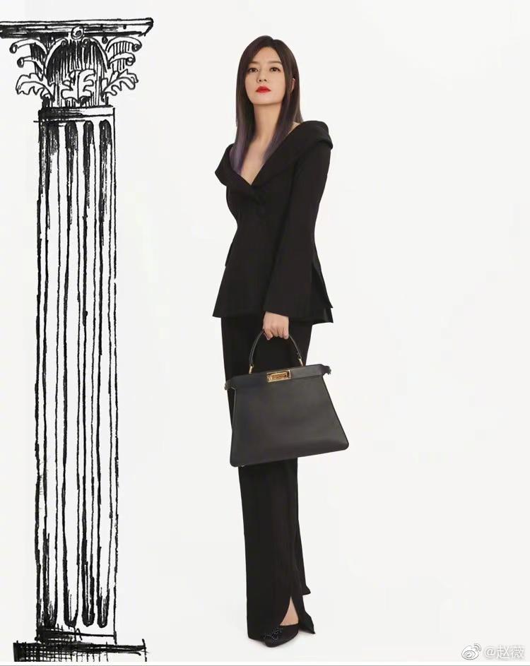 """Diện kiểu áo na ná, Triệu Vy trễ nại gợi cảm, Song Hye Kyo """"cao tay"""" chỉnh sửa nên bội phần kín đáo, thanh tao - Ảnh 2."""