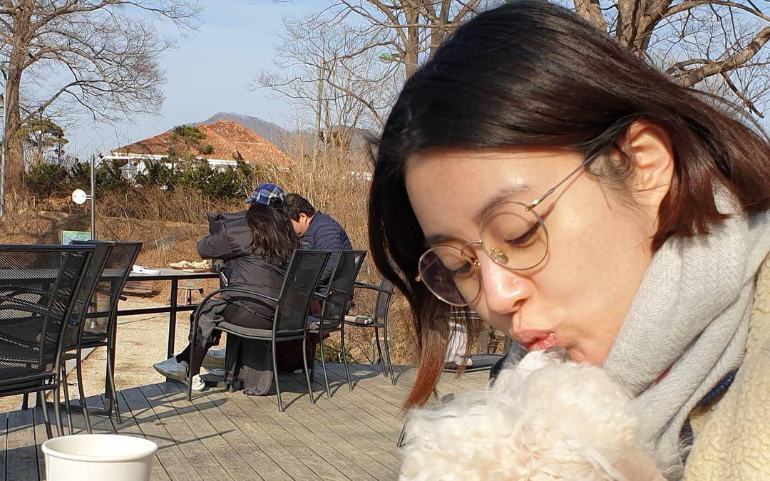 """""""Tình cũ Hyun Bin"""" Kang Sora gây chú ý với nhan sắc xinh đẹp ở tháng cuối thai kỳ"""