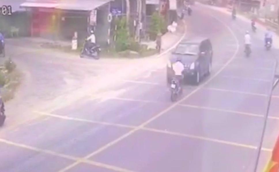 Chạy về báo tin cha bị tai nạn, con trai tông vào xe bán tải tử vong - Ảnh 1.