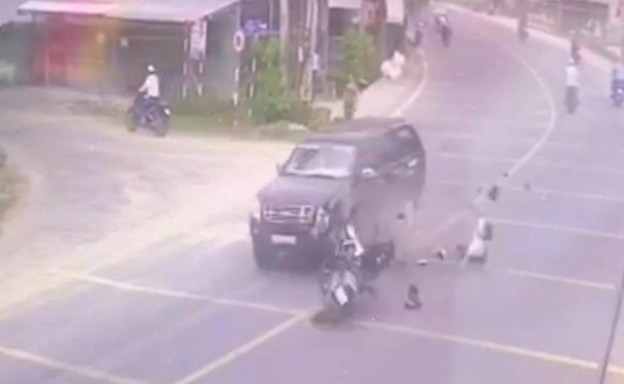 Chạy về báo tin cha bị tai nạn, con trai tông vào xe bán tải tử vong - Ảnh 2.