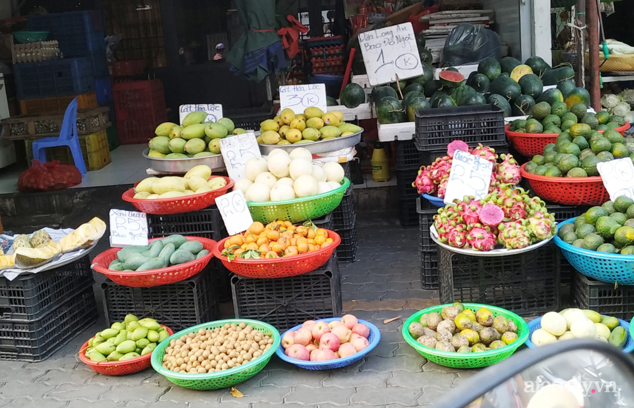 """Hoa tươi cúng Rằm tháng Giêng """"rẻ chưa từng thấy"""", gà cúng và các thực phẩm khác ít biến động - Ảnh 5."""