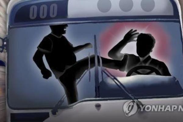 Nam hành khách ngồi tù 6 tháng vì không đeo khẩu trang trên xe buýt - Ảnh 1.