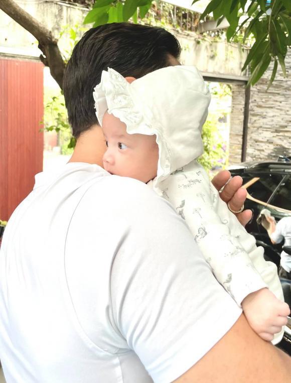 Hồ Ngọc Hà ấm lòng khi thấy cảnh tượng hai cha con Kim Lý và Lisa qua camera - Ảnh 4.