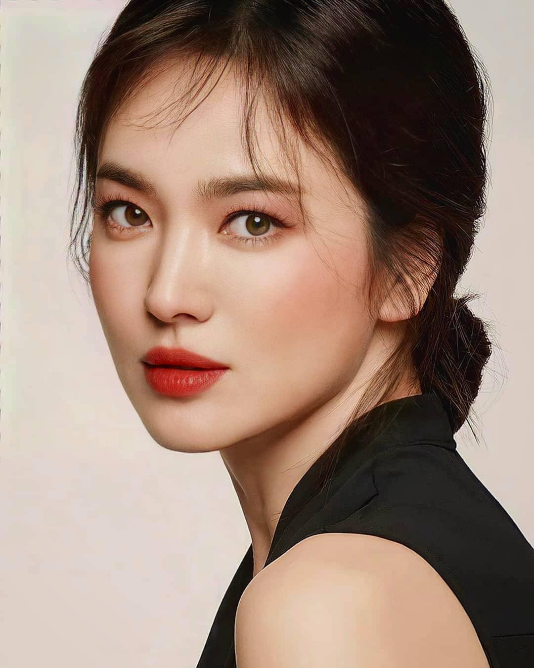 """Nhìn Song Hye Kyo makeup nhạt đã quen, nhưng nếu nhìn cô """"biến hình"""" makeup đậm qua ảnh của fan thì bạn sẽ ngỡ ngàng - Ảnh 5."""