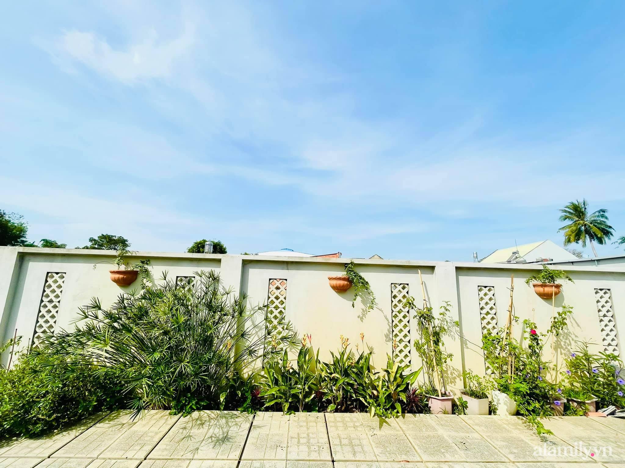 Hành trình rời phố về quê trồng rau nuôi gà, sống trong căn nhà vườn đẹp như tranh vẽ của chàng trai 25 tuổi ở Tây Ninh - Ảnh 14.