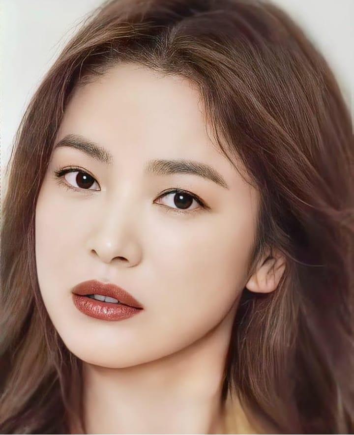 """Nhìn Song Hye Kyo makeup nhạt đã quen, nhưng nếu nhìn cô """"biến hình"""" makeup đậm qua ảnh của fan thì bạn sẽ ngỡ ngàng - Ảnh 6."""