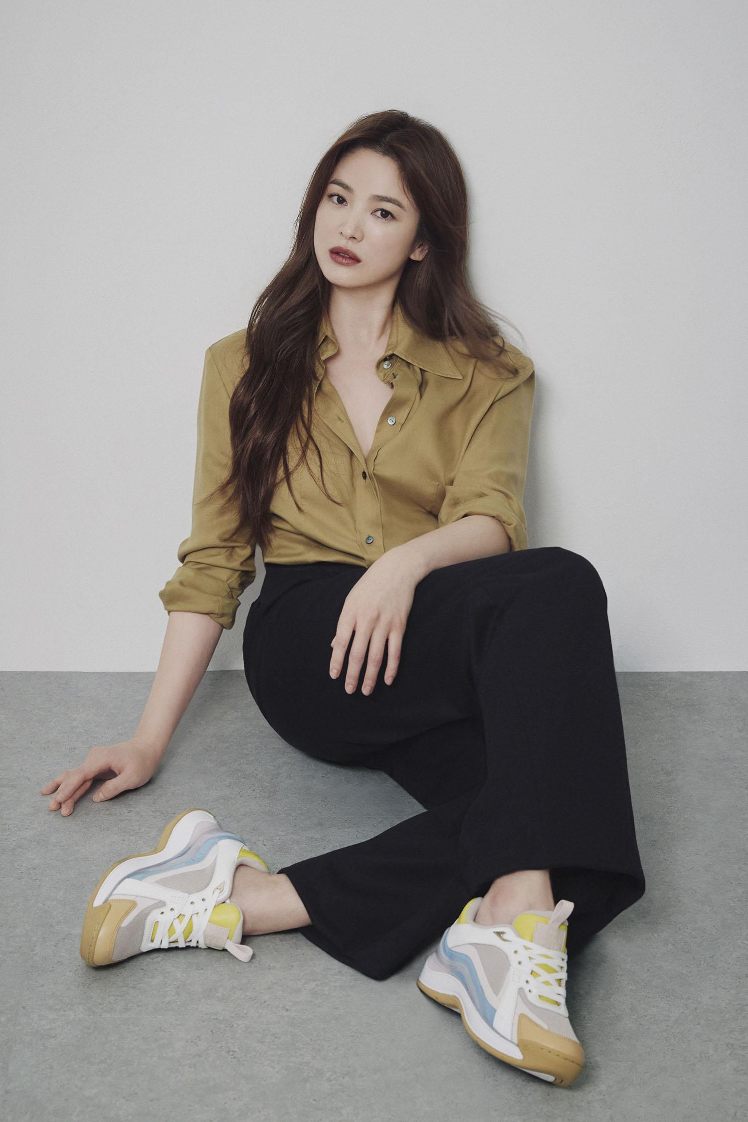 """Nhìn Song Hye Kyo makeup nhạt đã quen, nhưng nếu nhìn cô """"biến hình"""" makeup đậm qua ảnh của fan thì bạn sẽ ngỡ ngàng - Ảnh 3."""
