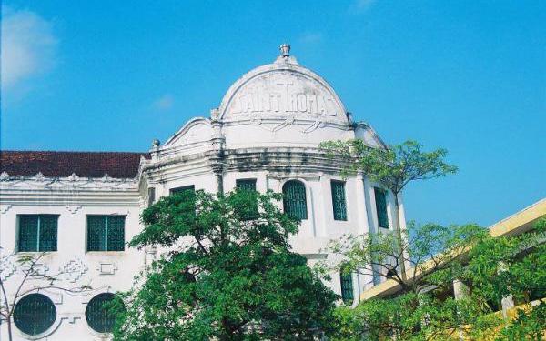 Nam Định có 1 ngôi trường cổ với kiến trúc châu Âu: Hành lang sâu hun hút như mê cung, học sinh đi lạc là chuyện bình thường
