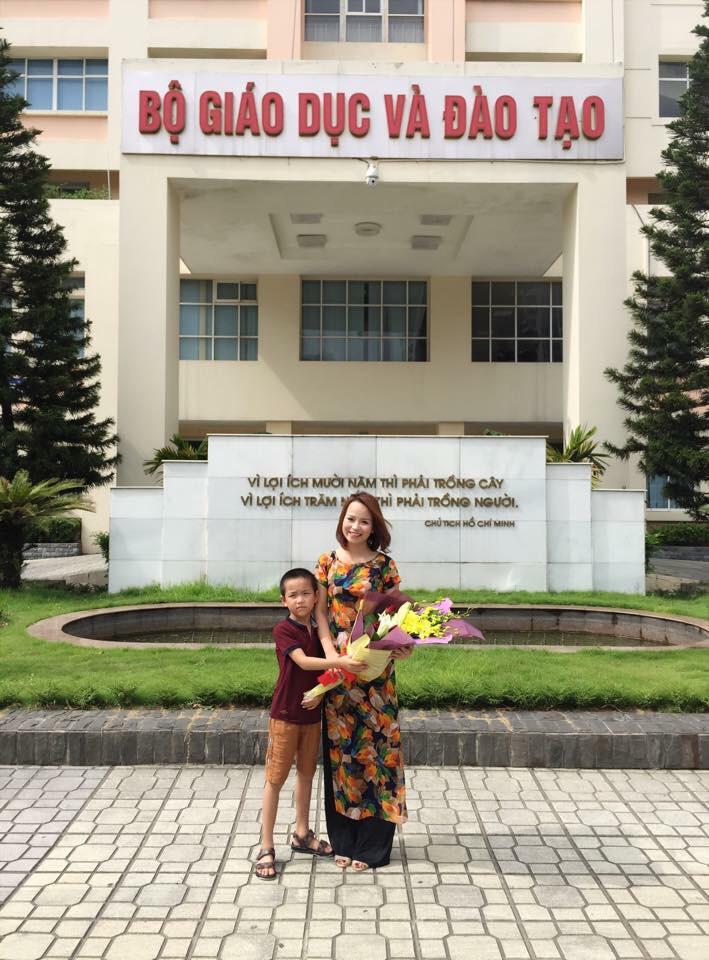 Cô giáo trẻ dạy tiếng Anh với đam mê ứng dụng công nghệ vào giảng dạy - Ảnh 2.