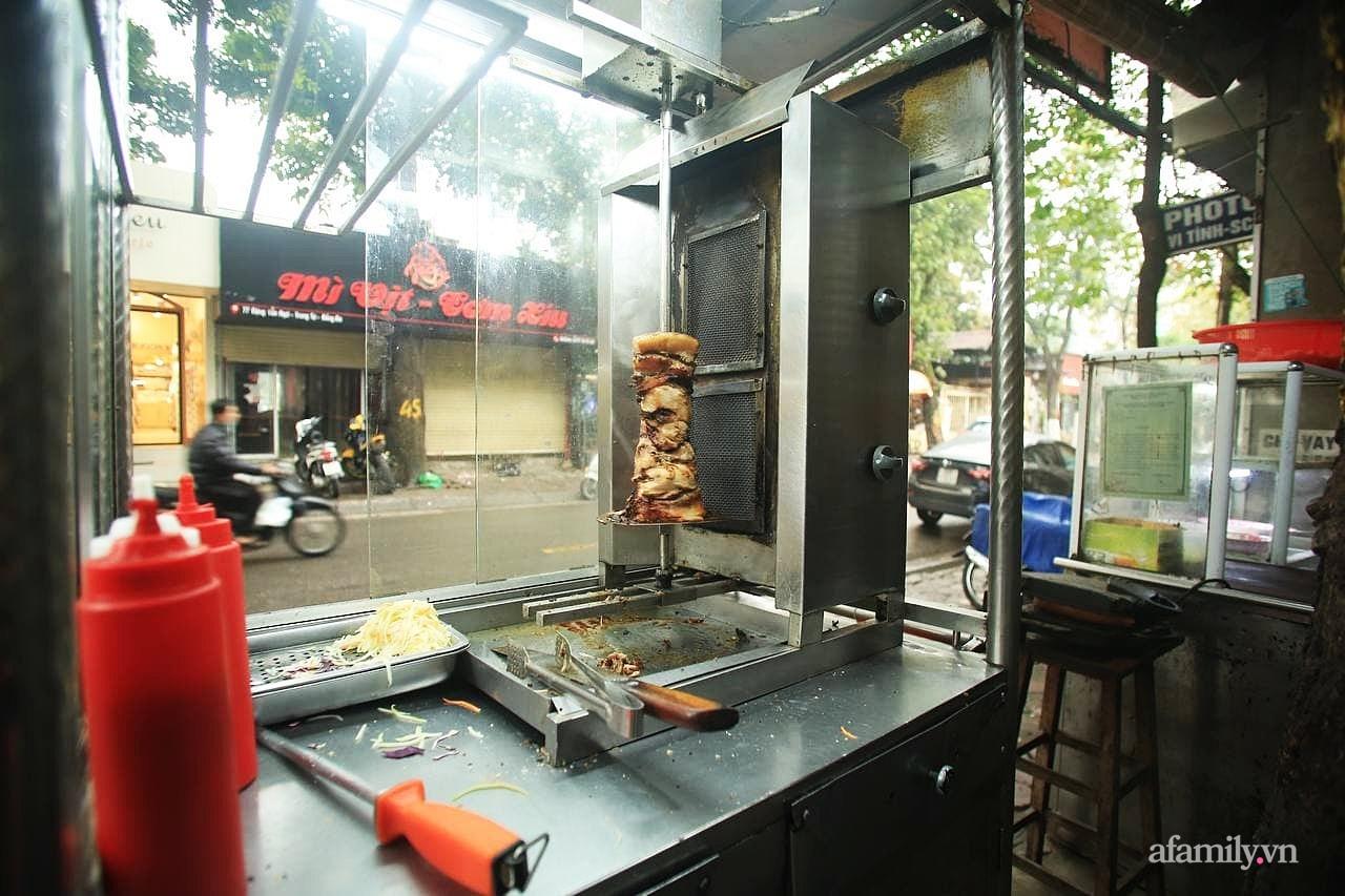 """Quán bánh mì nem khoai nổi tiếng Hà Nội bị tố chế biến bẩn, khách đánh giá 1 sao tới tấp vì """"khoai cũ, cháy khét, mất vệ sinh"""" nhưng chủ quán phản bác đầy bất ngờ - Ảnh 11."""