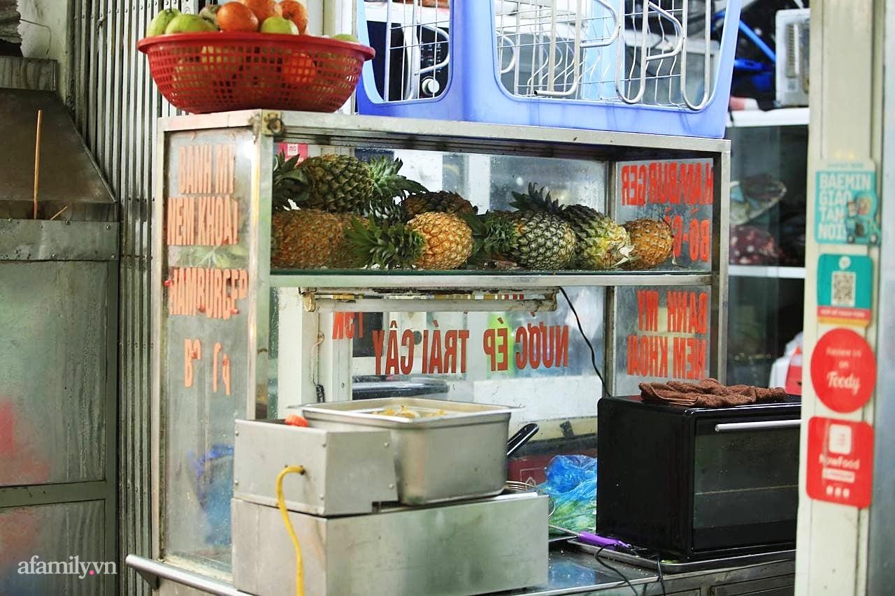 """Quán bánh mì nem khoai nổi tiếng Hà Nội bị tố chế biến bẩn, khách đánh giá 1 sao tới tấp vì """"khoai cũ, cháy khét, mất vệ sinh"""" nhưng chủ quán phản bác đầy bất ngờ - Ảnh 13."""