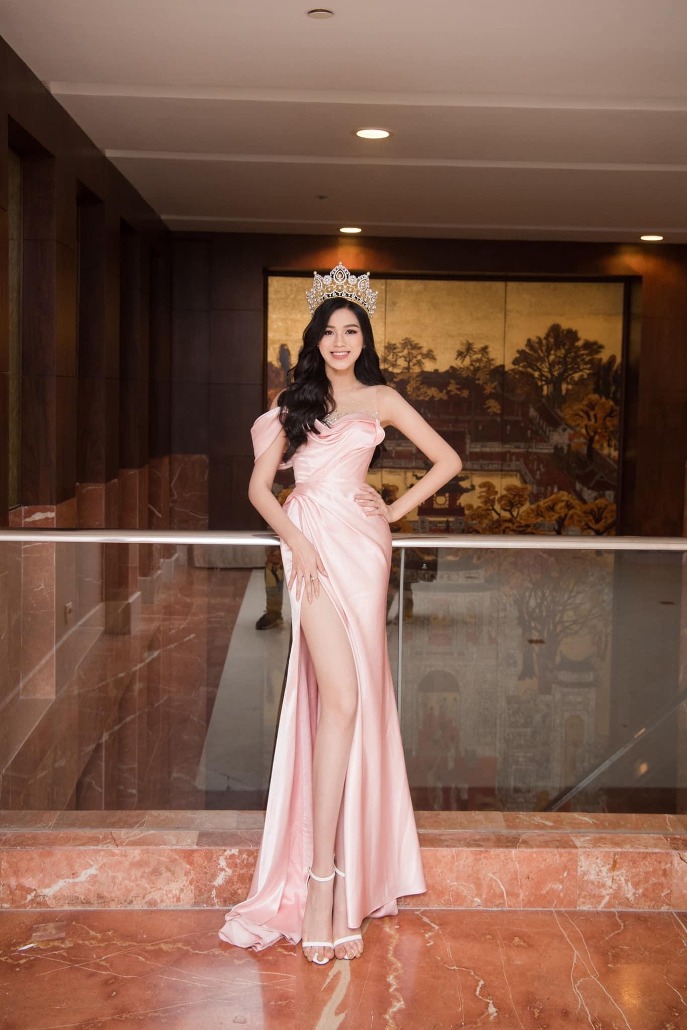 HH Đỗ Thị Hà luôn khoe đôi chân dài 1m11 và tỷ lệ 1/5 cực phẩm nhờ một kiểu váy đỉnh của chóp - Ảnh 3.