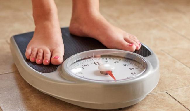 Không cần nhịn ăn, CDC khuyến cáo 5 thói quen giúp phụ nữ giảm cân khỏe đẹp, rất dễ làm hàng ngày - Ảnh 3.
