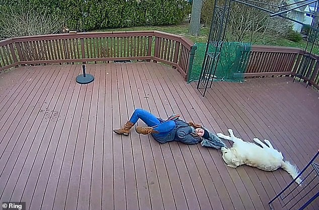 Khoảnh khắc chú chó giằng co áo kéo lê làm ngạt thở cô gái, ngỡ tai nạn đẫm máu kinh hoàng mà sự thật không như tất cả nghĩ - Ảnh 6.